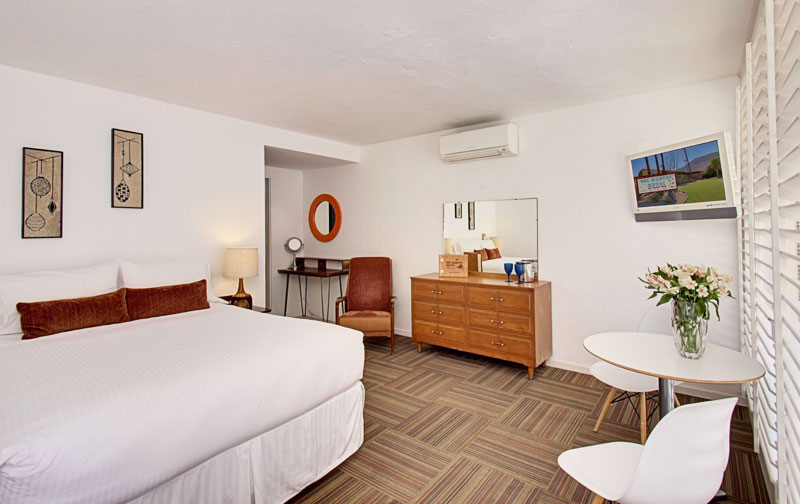 Best hotels in palm springs for young adults